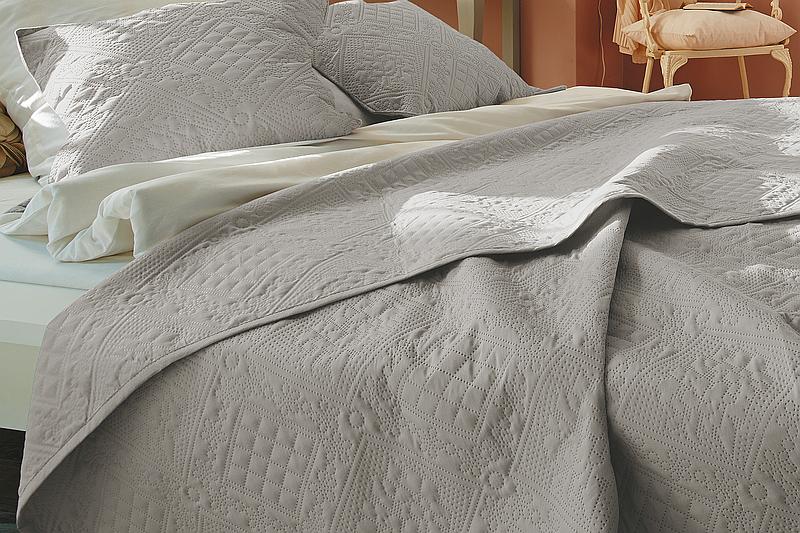 bd11ba158782 Přehoz na postel IBENA Nancy 280x250 cm Barva  300 bílá